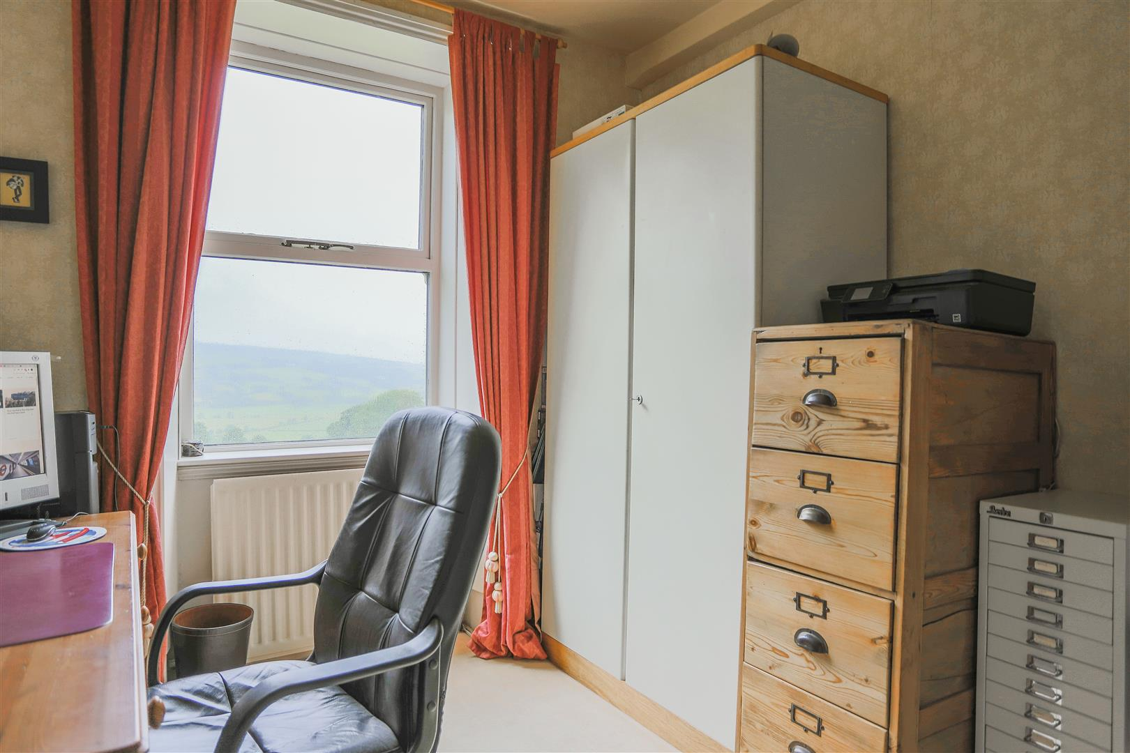 6 Bedroom Detached House For Sale - 18.JPG